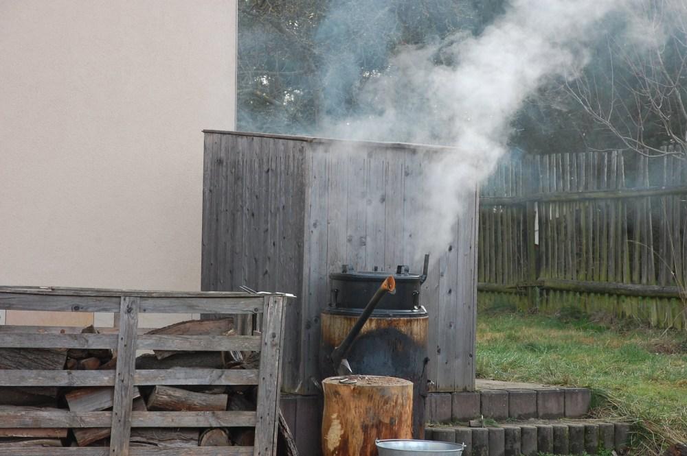 Domácí udírna už kouří