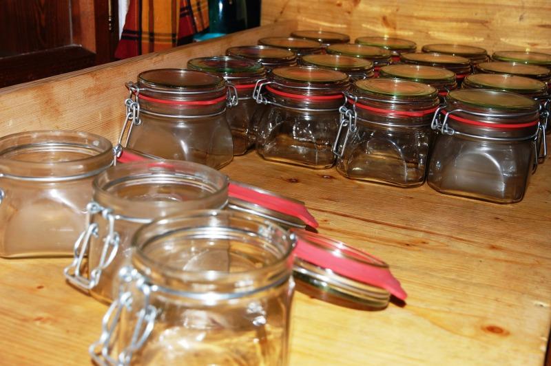 Zavažování masa do sklenic - mytí sklenic