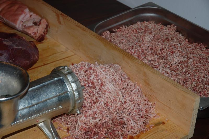 Výroba a mletí masa na kabanos